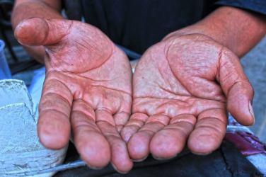 Cruz, el cilindrero: Su oficio se lo enseñó su padre. Desde los 15 años toca en las calles de Puebla. Él tiene 37 años